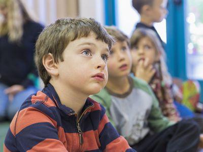 school classroom children listening