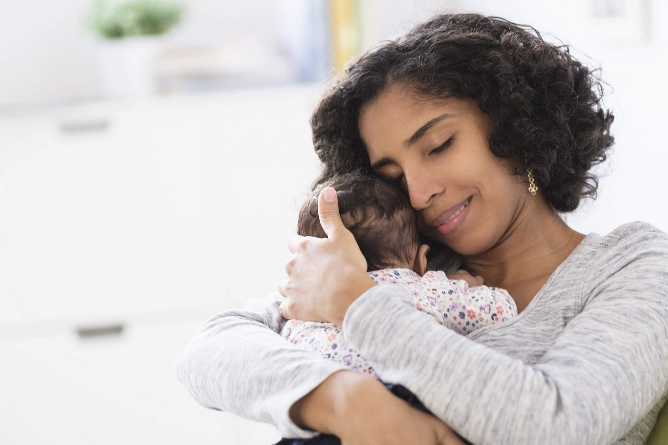 Ein Bild von einer Mutter mit ihrem Baby
