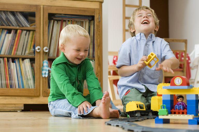 boys building