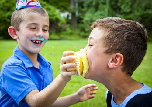 Does too much sugar lead to hyperactivity in kids?