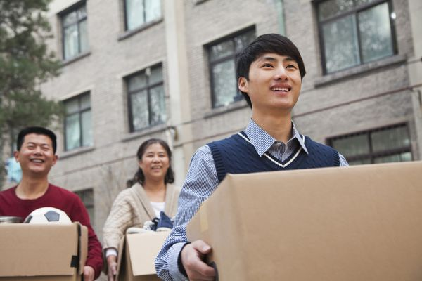 parent moving son into dorm