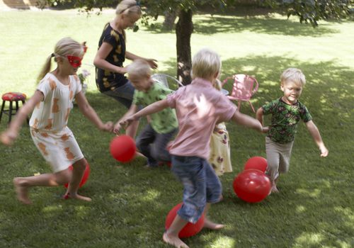 Games for kids party - outdoor play