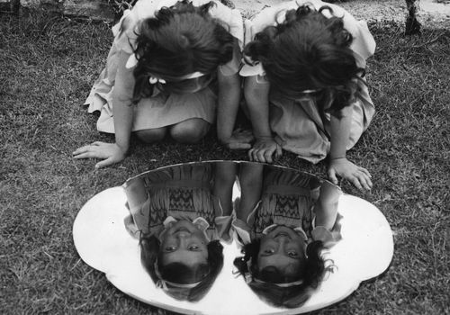 """Identical twins may not necessarily be """"mirror twins."""""""