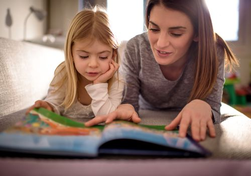 white-mom-daughter-reading-together