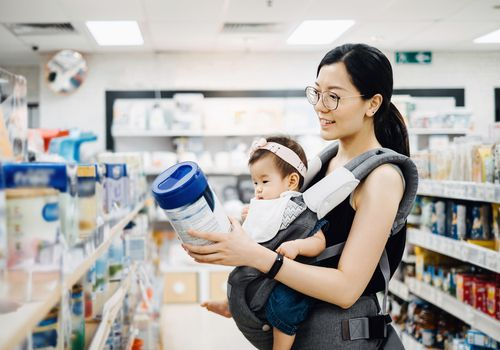 mom and baby shopping for formula