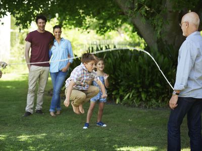 Benefits of family time - family jumping rope together