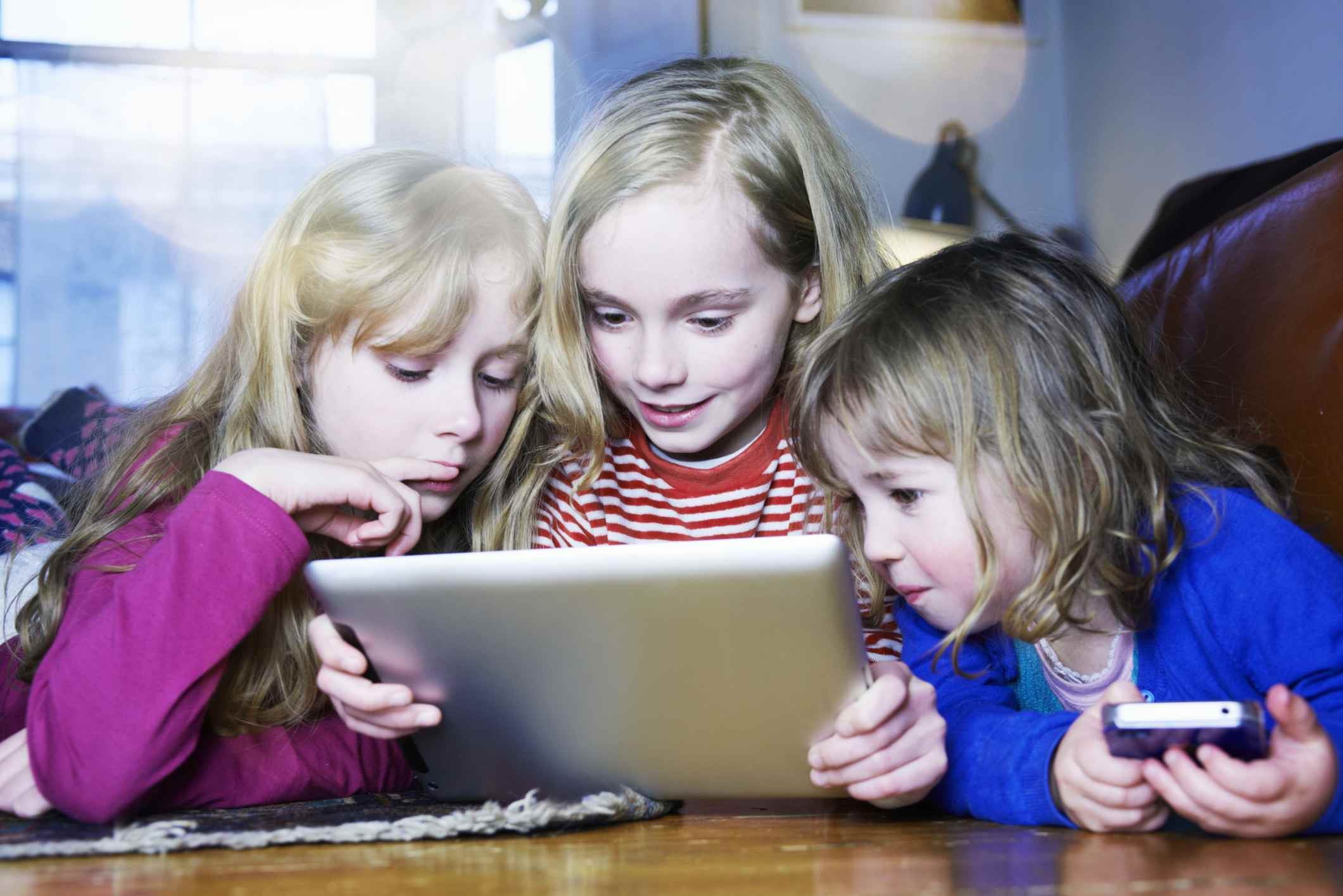 3 girls using a tablet
