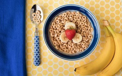 Bowl of cereal with fresh fruit
