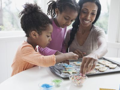 Mom baking with her kids.