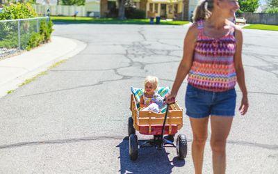 kid in wagon