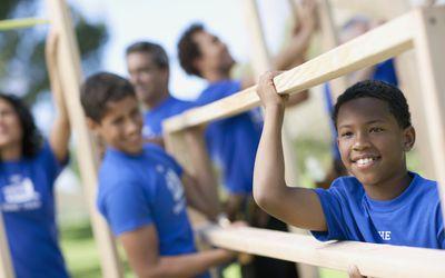 Volunteers building home