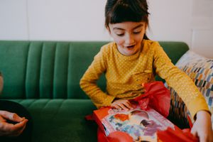 5 yr old girl opening a present