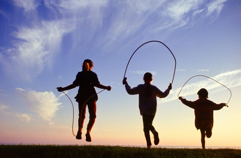 kids playing jump rope game