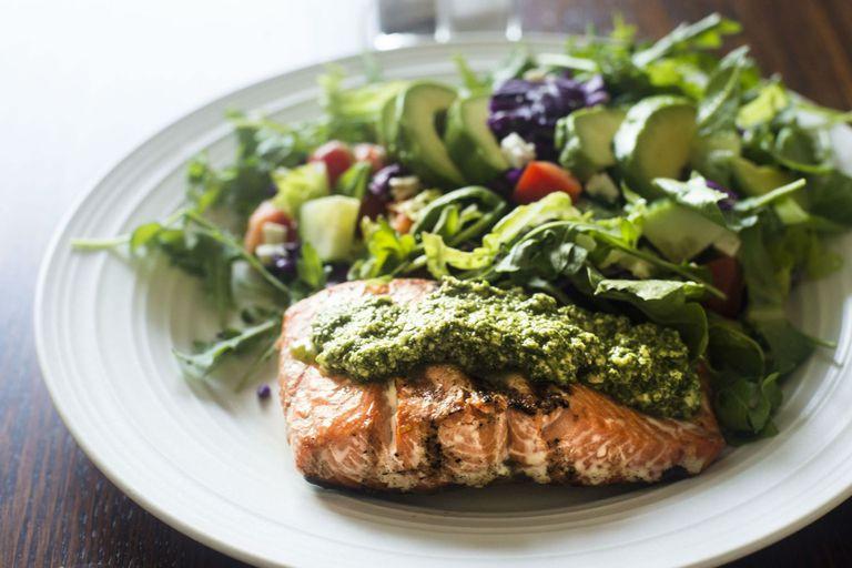 Salmon and green salad