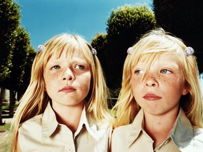 Twin girls (6-8), close-up