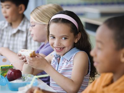 A picture of kids eating lunch at school