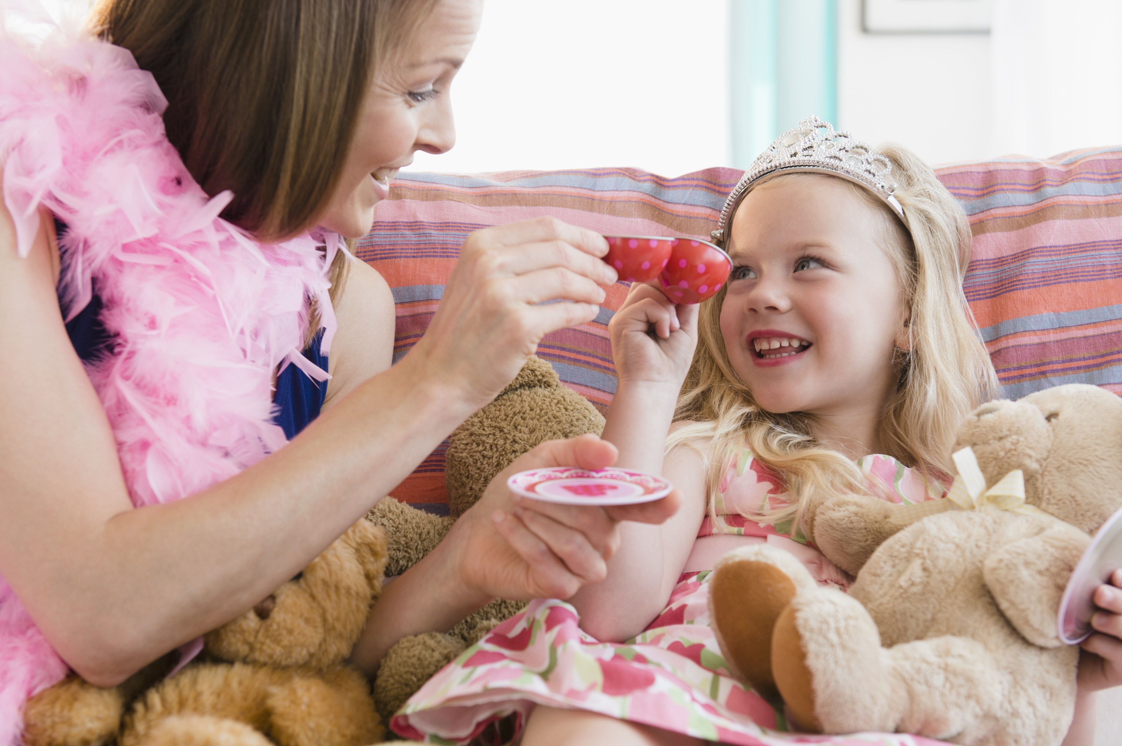 pretend play - mother daughter dress up tea party