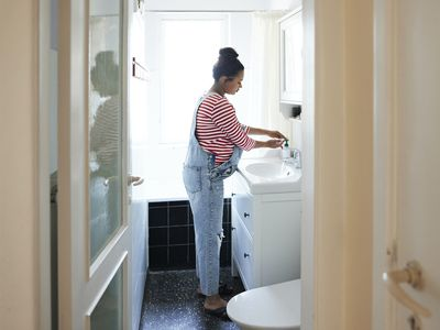 Pregnant woman washing hands