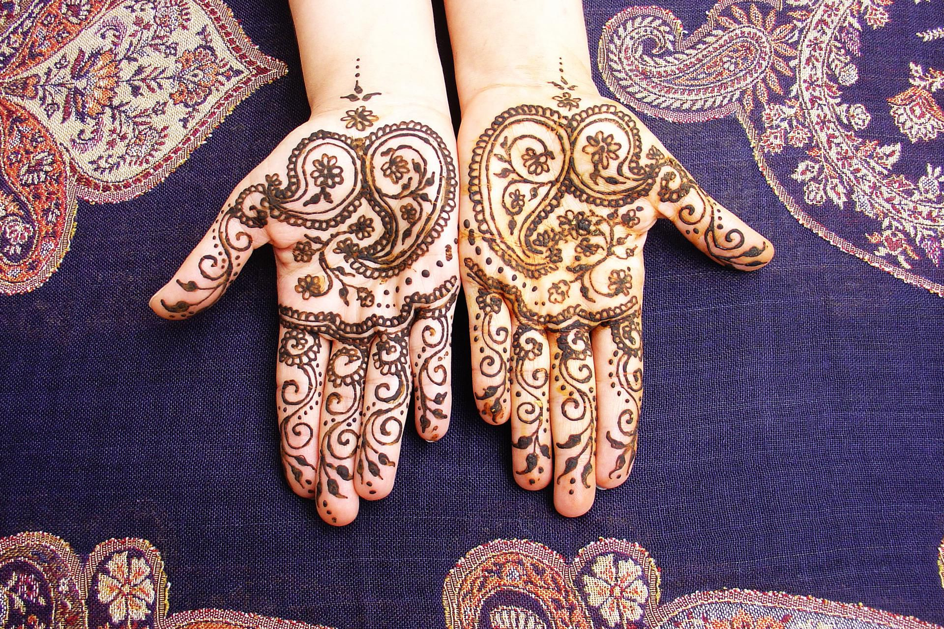 Henna Tattoo What Is It: What Is Henna And Is It Safe For My Teen?