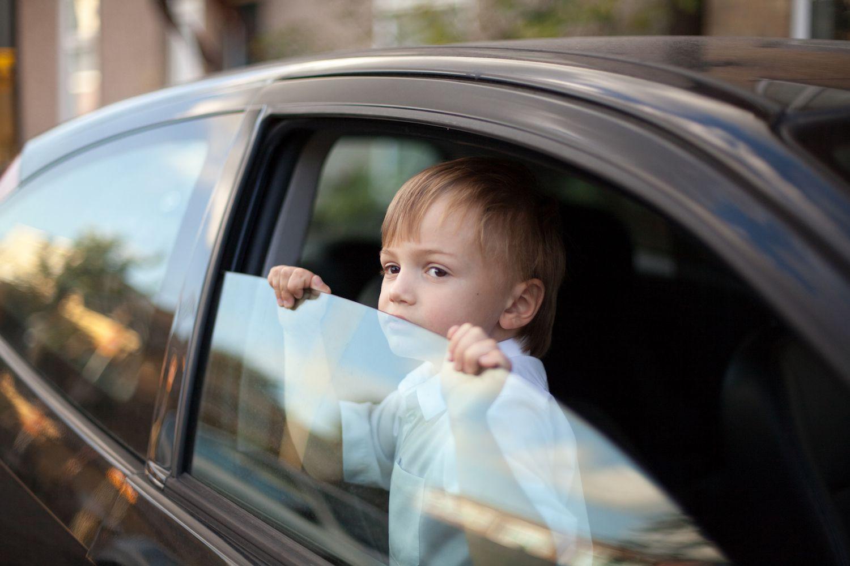 Child left alone in car