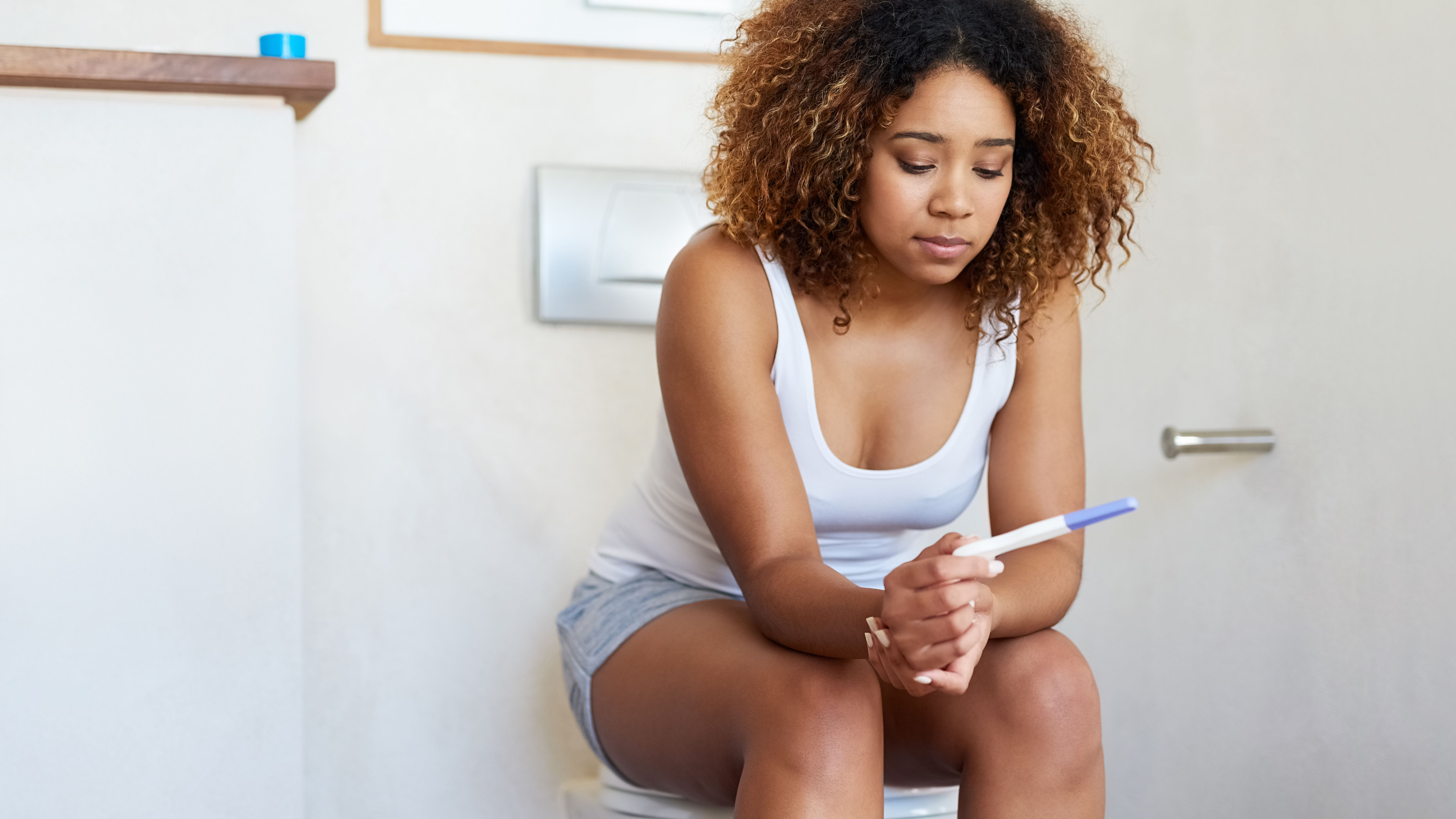 positive pregnancy test picture black girl