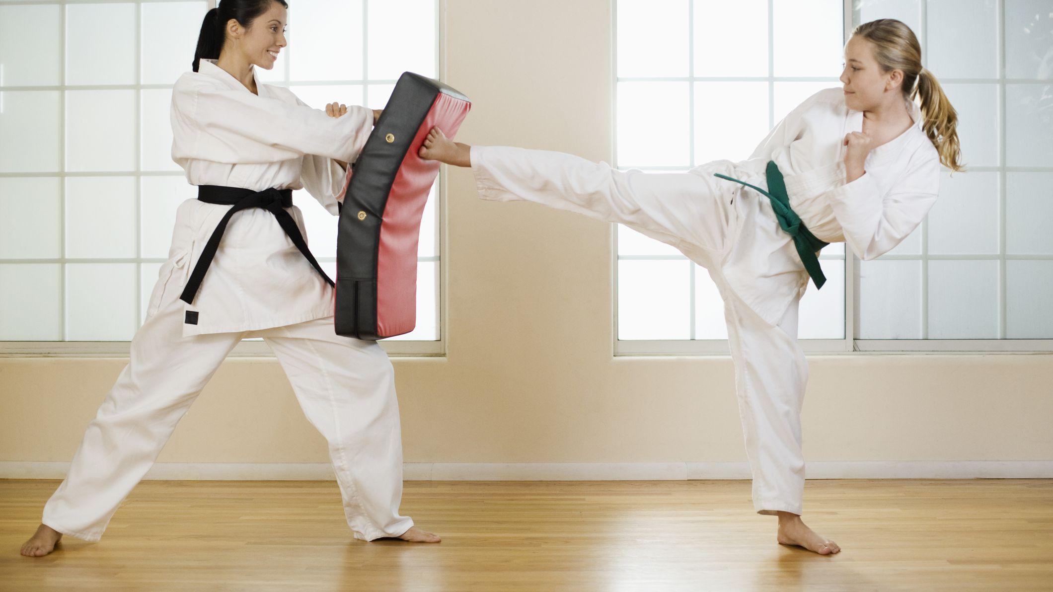 dating karate girl)