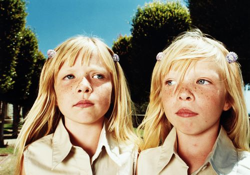 Twin girls (6-8), close-up