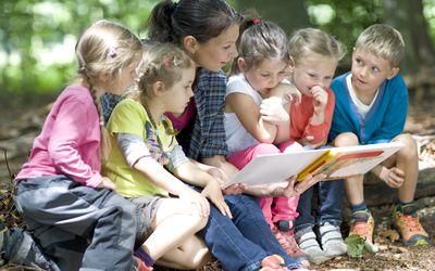 teacher reading to kindergartners