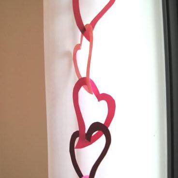 Valentine_crafts_linking_hearts_garland_step22.jpg
