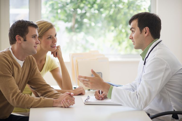 Couple talks to their doctor about infertility diagnosis