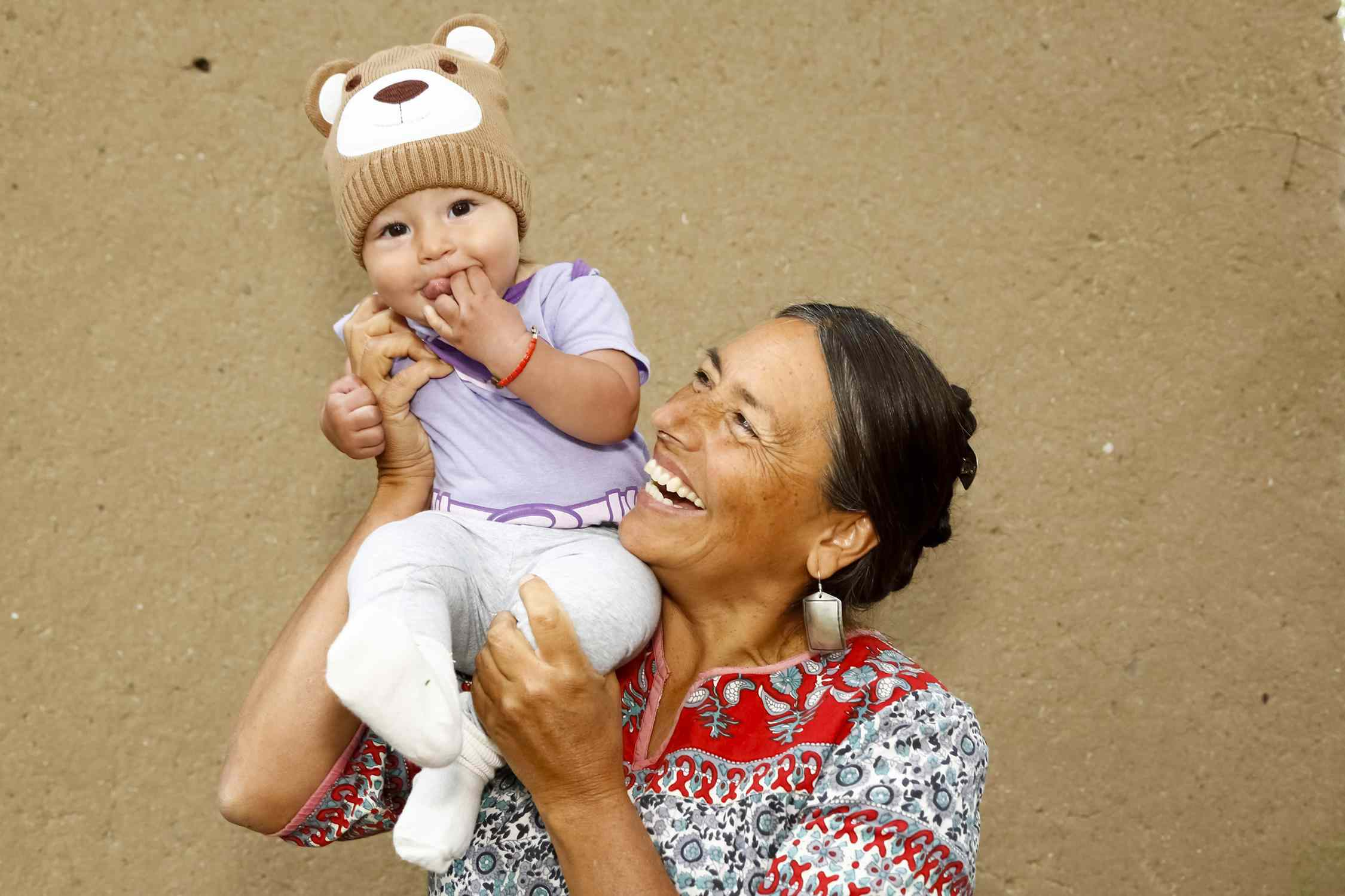 Ein Bild von einer Mutter mit einem Baby