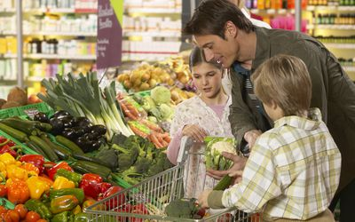 grocery shopping dad kids