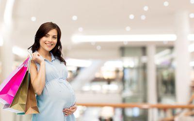 pregnant mom shopping